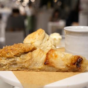新宿カフェ:ROSE BAKERY|ブラムリークリームティセット 小布施屋