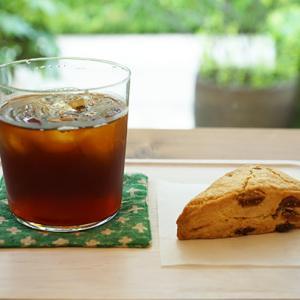 武蔵小杉カフェ:おやつ研究所 干しいちじくの発酵バタースコーン、アイスコーヒー