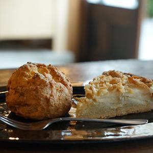 曳舟カフェ:焼菓子torinos|ヘーゼルナッツと林檎のタルト、プレーンスコーン