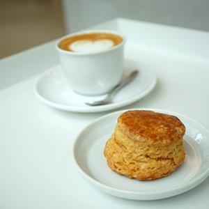 浅草橋カフェ:WESTSIDE COFFEE|バターミルクビスケット&ピッコロラテ