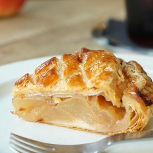 金町カフェ:たべものと日用品WAO|アップルパイとアイスコーヒー