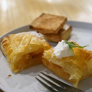 塚本カフェ:TRILL|おばあちゃんのアップルパイ&プレーンスコーン