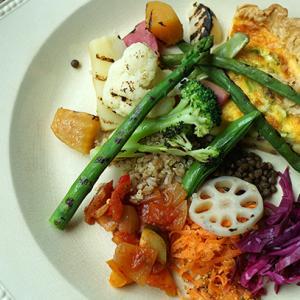 祐天寺カフェ:pedibus jambus|アスパラガスとレンズ豆のキッシュ、いろいろお野菜
