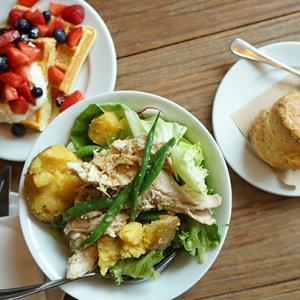 日比谷カフェ:Buvette ブヴェット 特大スコーン&ローストチキンサラダ
