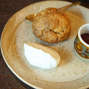 川口カフェ:喫茶 青政 スコーンプレート(バナナとベリーのジャム)、ブレンドコーヒー