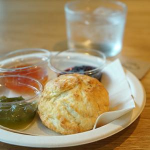 新大久保カフェ:fam 好きなジャムが選べる!カリッとおいしいスコーン