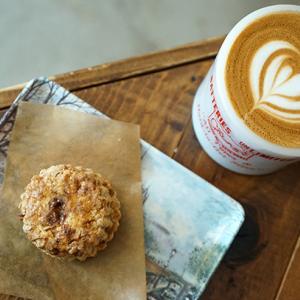 両国カフェ:チルアウト コーヒー&レコーズ|黒糖スコーン&ラテがお気に入りの仲間入り