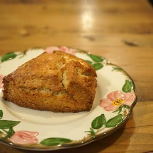 駒場東大前カフェ:GRATBROWN Roast&Bake|プレーンスコーン、ジブラルタル