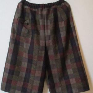 ウールのワイドパンツを縫う