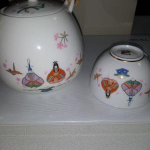 ひな祭り用の茶器