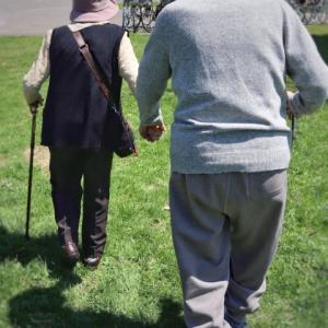 老後生活苦を訴える夫婦とミニマリストの生活費はほぼ同じだった