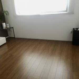 掃除機かけは全部屋10分で完了!狭くて床に物が少ない家は掃除が超絶ラクです