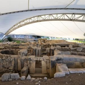 マルタ 5000年前の遺跡 タルシーンテンプルを見る
