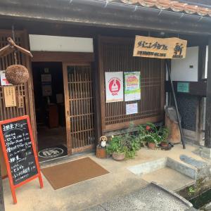 『ダイニングカフェ新』でこだわりの吉川豚を堪能。