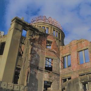 青空が綺麗な広島原爆ドーム