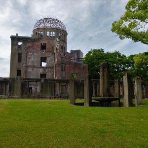 新緑が生える広島原爆ドーム...
