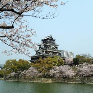 桜舞う広島