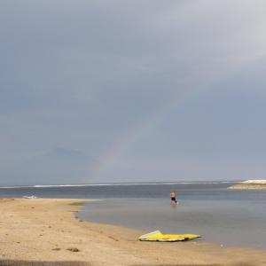 ビーチからアグン山と虹まで見えたよ!