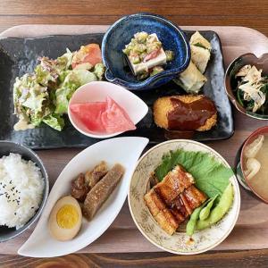 淡路島・ごはん家nanaでランチ❗️数量限定nana定食は、ドリンク・デザート付きで1300円😋黒ごまプリン、旨すぎる〜😆