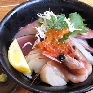 淡路島・居酒屋 濱の海鮮丼がてんこ盛りで、大満足❗️❗️期間限定サービスランチですってよ〜😆