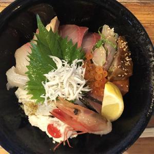 淡路島・濱の海鮮丼ランチは、あと2日だけ❗️ぜひ食べてみて🙌ネタが13種類も入ってるや〜ん😆