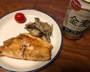 生鮭とキノコのソテーで晩酌