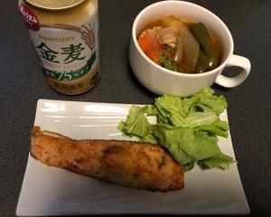 スープカレーと鮭のムニエルで晩酌