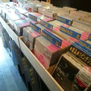 ◆店内7インチシングルレコード・コーナーの半分が見やすくなりましたー!