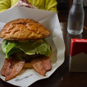 【北海道グルメ】巨大ハンバーガーが食べれる足寄のウッディベル食レポ