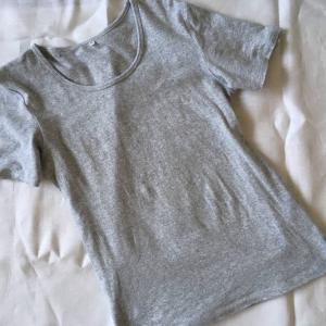 【手放す】思い入れのなかったTシャツとスリッポンを処分し、思うこと。