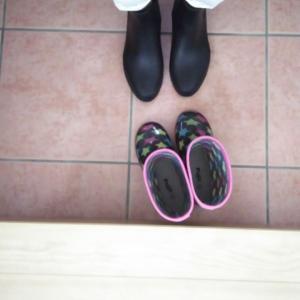 ロングかショートか…レインブーツ!?長靴に洋服を合わせる