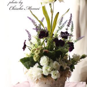 ラベンダーが咲く季節のフラワーアレンジメントに組み合わせるお花