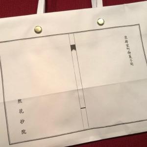 デザインが秀逸なショップバッグ