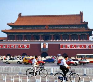 香港警察の中身は中国人民軍?