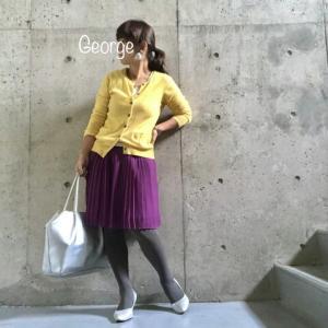 20191119 TOPKAPIの黄色ニット、ユニクロのプリーツスカートに合わせた補色コーデ