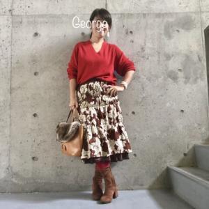 20191203 URBAN RESEARCHの赤ニット、花柄スカートに合わせた華やかオフィスコーデ