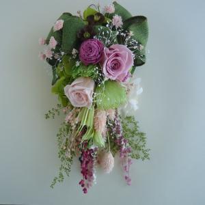 ピンクのバラに、リネンのリボンをたっぷり飾って☆ゆらゆら揺れるスワッグ