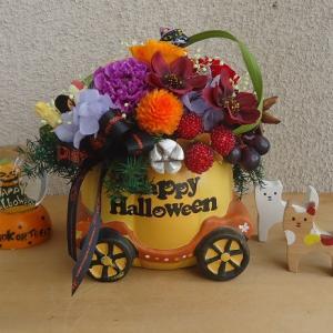 ハロウィンパーティへ出発!かぼちゃの馬車には、お花とお菓子をつめて プリザーブドフラワーアレンジ