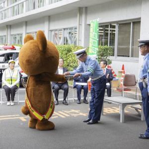 大嶋カーサービスの交通安全見守り隊長ハッピーちゃんが舞鶴警察署長より感謝状を授与しました!