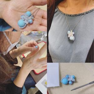 土曜日のかぎ針で編むワイヤーアクセサリー体験生徒さん作品編む楽しさに加え、ワイヤーの成...
