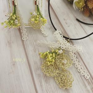 ワイヤーレースジュエリー ワイヤーをかぎ針で編むアクセサリーです丸とお花とワイヤー編み...