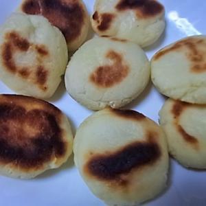 おやつに最適・米粉でフライパンで作る、こねないもっちり簡単パン(BP使用で時短)を作ってみました。
