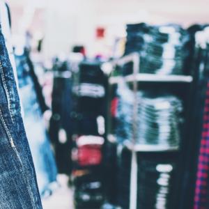 洋服選びで紫外線対策や冷え対策とコーディネイトのどちらを優先するか問題のヒントをお話しします。