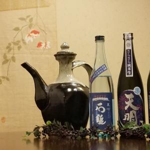 盛夏限定。ブルーのボトルに華やかなラベルも夏酒の魅力です。