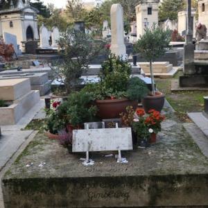 パリ モンパルナス墓地に ゲンズブールを偲ぶ