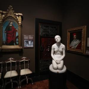 Black Room 気になる彫刻  ガツレリア・デ・イタリア ミラノ
