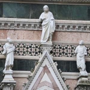 それぞれの色彩も素晴らしい サンタ・マリア・デル・フィオーレ大聖堂フィレンツエ