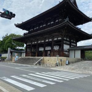 仁和寺をしっかり守る  二王門と金剛力士像 京都
