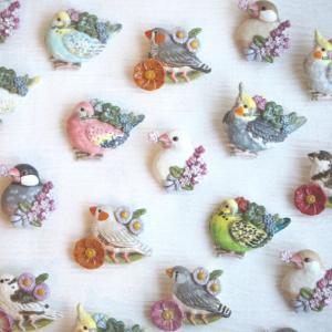 小鳥ガーデンのブローチ