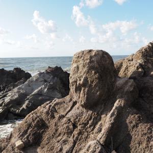 海の安全を願う優しいまなざし ~十六羅漢岩~